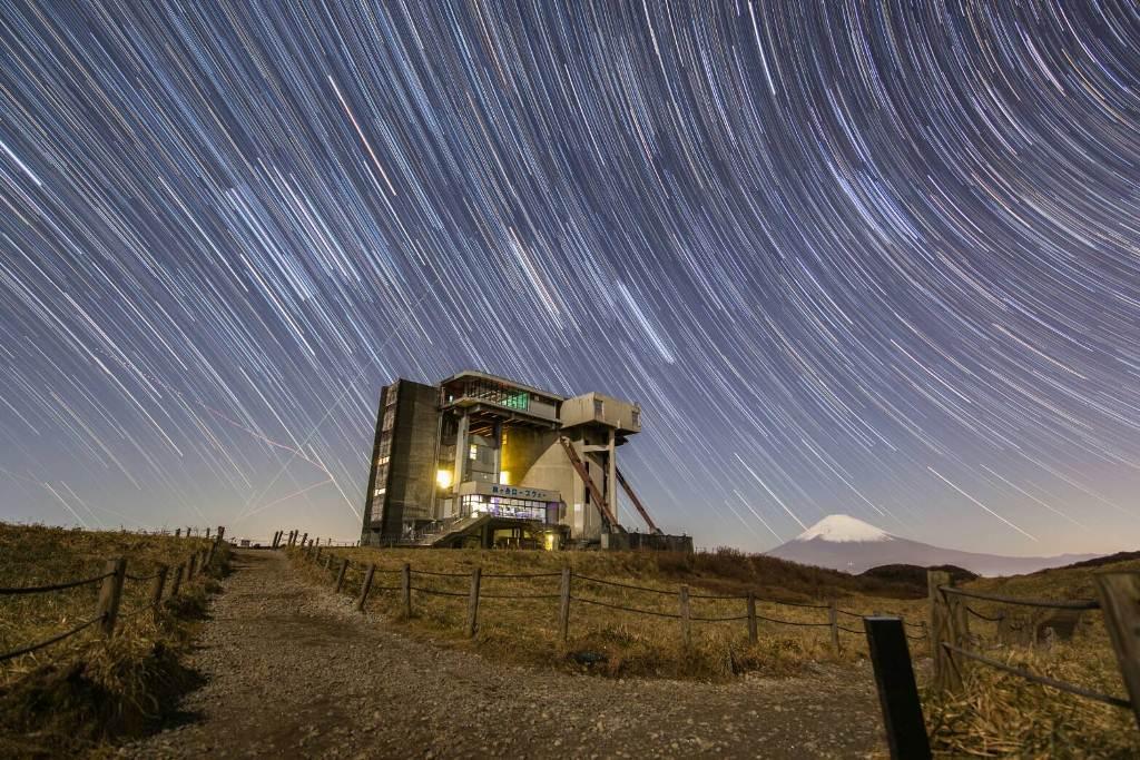 【10・11月限定企画!!】『箱根宙旅』 駒ケ岳山頂から見える非日常的な夜景・星空が楽しめる人気スポットで、ナイトアクティビティー
