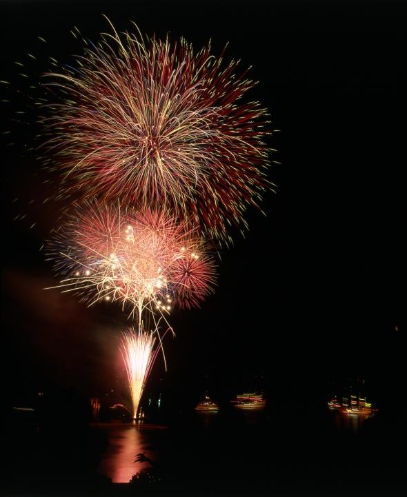 芦ノ湖を彩る、夏の夜の祭典!